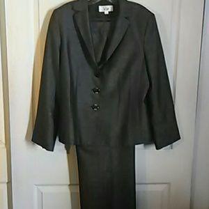 Le Suit two piece pants suit